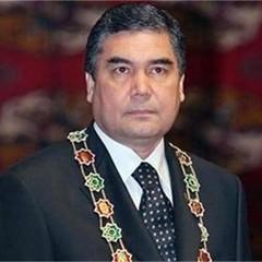 Туркменські чиновники цілують нову книгу президента країни про чай (відео)