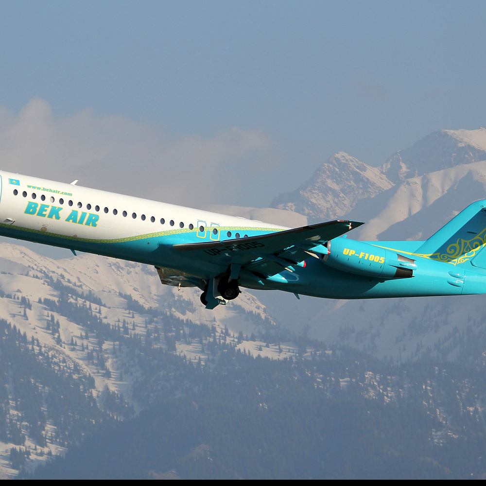 В Астані літак здійснив аварійну посадку без випущеної передньої стійки (відео)