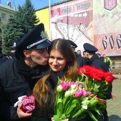 У Чернівцях під час присяги поліцейський запропонував дівчині одружитися (ФОТО, ВІДЕО)