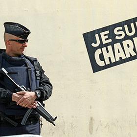 «У пиві нема бомб»: Charlie Hebdo опублікував третю карикатуру на теракти в Брюсселі (ФОТО)