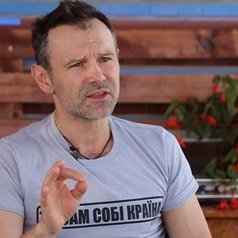 «Б'ються за пилку»: Вакарчук прокоментував події у ВР