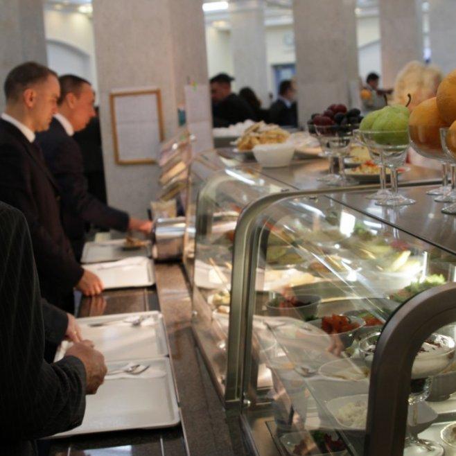 Що їдять депутати в їдальні Верховної Ради