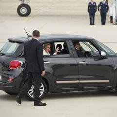 Папа Римський продав свою автівку