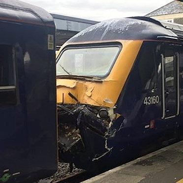 У Великобританії зіткнулися два потяги