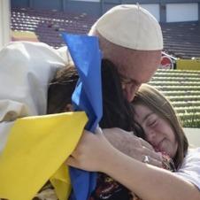 На фото Папи Римського прапор хворих на синдром Дауна ЗМІ переплутали з українським