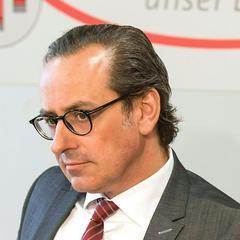Глава австрійського банку подав у відставку після публікації «Панамських документів»