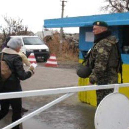 На Луганщині закривають пункт пропуску через обстріли териористів