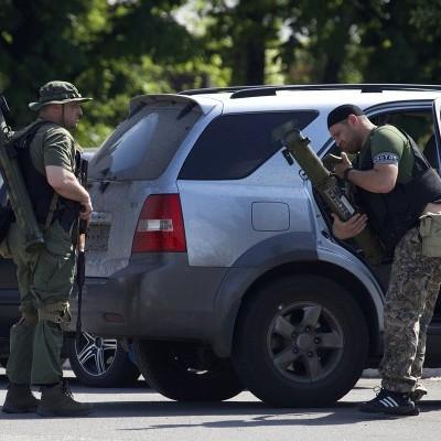 Мирні жителі окупованих територій спалили авто російських військових