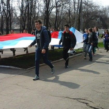 Молодь «ЛНР» відзначила річницю штурму будівлі СБУ «російською пробіжкою» (фото)