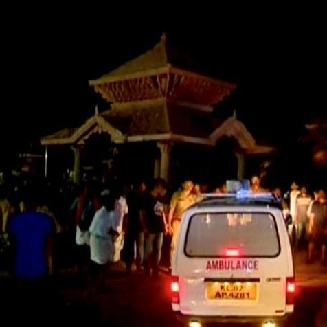 В Індії пожежа у храмі забрала життя понад ста осіб
