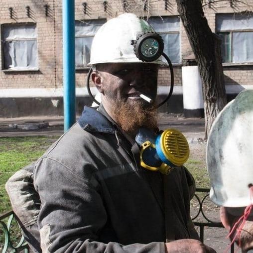 Моторола в кольорах українського прапора заліз в шахту на Донбасі (фото)