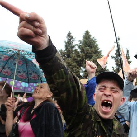 Встигнути до Великодня: у «ЛНР» взялися за остаточне знищення всього українського