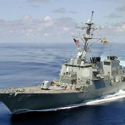 Російські винищувачі симулювали атаку корабля США