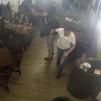 Брат ватажка «ДНР» влаштував бійку та різанину в пивбарі (відео)