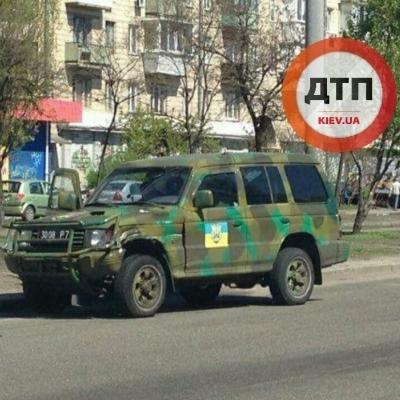 У Києві джип добробату потрапив у ДТП