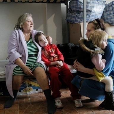 Україна припиняє виплати мешканцям непідконтрольного Донбасу