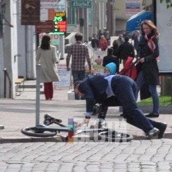 Віталій Кличко впав із велосипеда по дорозі на роботу (ФОТО)