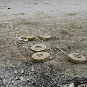 Бойовики розміновують поля поблизу лінії зіткнення