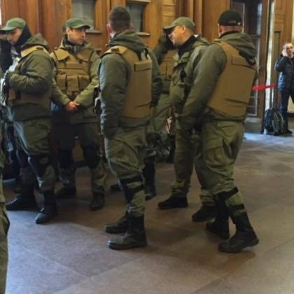 Депутатів «Свободи» у дворі Київради побили невідомі (відео)