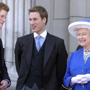 Фото 90-річної Єлизавети II з онуками і правнуками зворушило світ