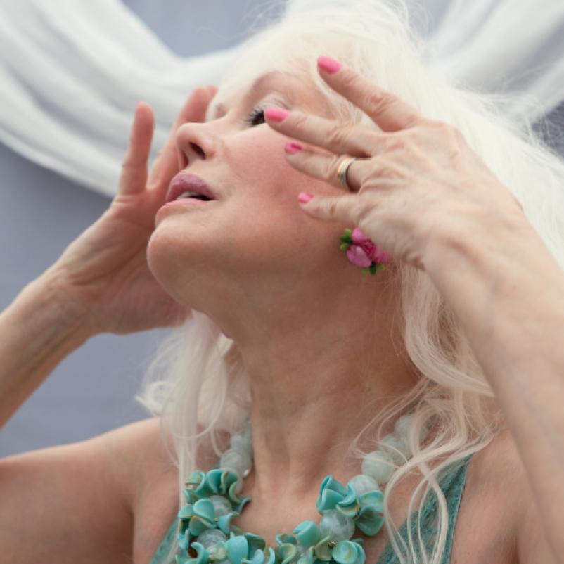 73-річна жінка взяла участь у фотосесії в купальнику