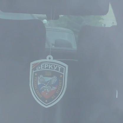 Київського правоохоронця, який у авто вивісив символику із триколором, звільнено