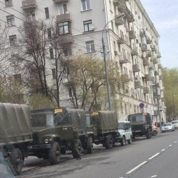 У Москві біля Білого дому очевидці побачили військову техніку