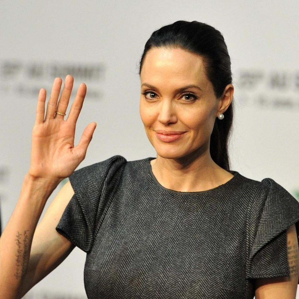 Екстремально схудла Джолі потрапила в об'єктиви папараці