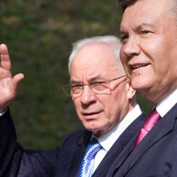 Азаров та Янукович отримали російське громадянство