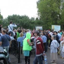 На Миколаївщині розлючений натовп напав на очільника райдержадміністрації