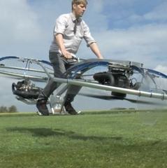 Винахідник-самоучка представив літаючий байк (відео)