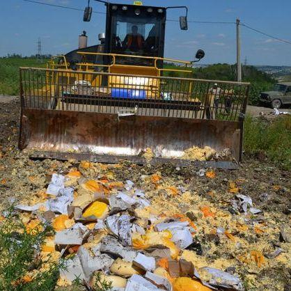 У Росії розчавили катком 25 тонн сиру