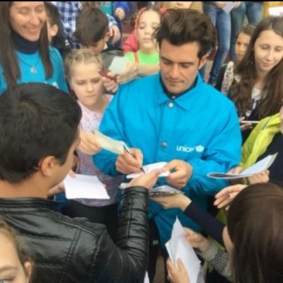 Орландо Блум приїхав до дітей під окуповане Дебальцеве (фото+відео)