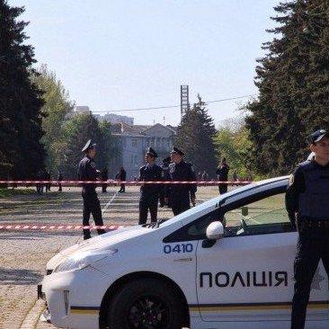 В Одесі поліція затримала чоловіка з димовою шашкою і нетверезого правопорушника