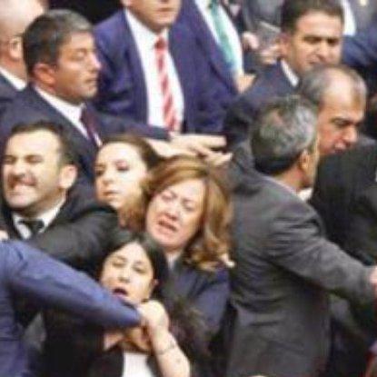 Турецькі парламентарі влаштували бійку через скасування недоторканності (відео)