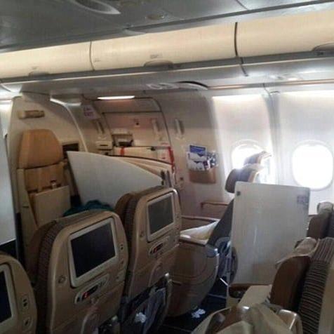 Літак ОАЕ потрапив у зону сильної турбулентності: десятки поранених (ФОТО, ВІДЕО)