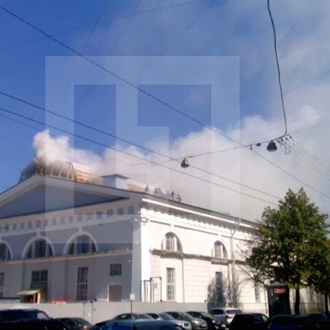 У Петербурзі палає Манеж на Ісаакіївській площі (ФОТО)