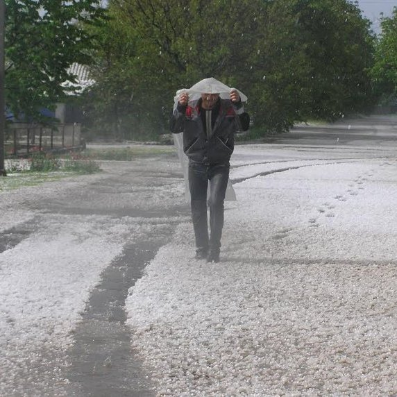 Аномалія: у Миколаївській області випав велетенський град (фото)