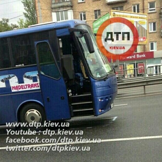 У Києві чоловік потрапив під колеса автобуса