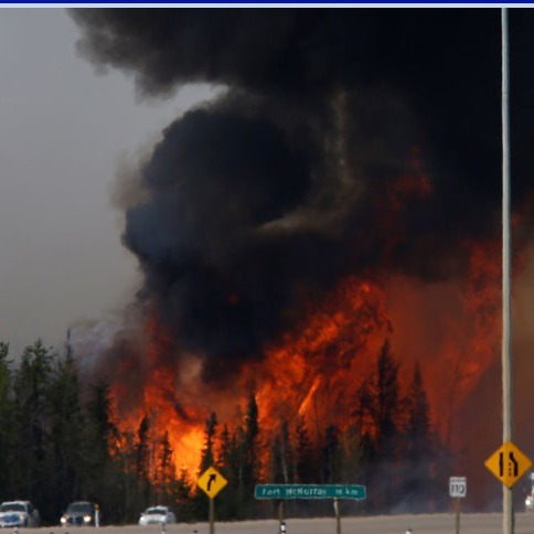 Площа масштабної пожежі у Канаді швидко зростає (відео)