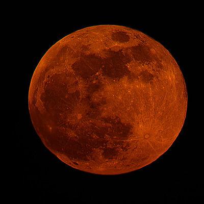 Вчені спростували міф про вплив повного місяця на поведінку людини
