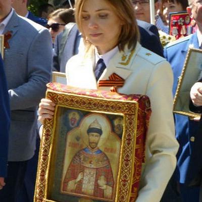 Поклонська прийшла на святкування Дня Перемоги  у військовому одязі та зі стародавньою іконою