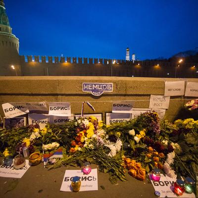У Москві відновили імпровізований меморіал Нємцову
