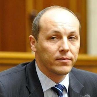 Для розхитування України 9 травня Росія витратила величезні кошти, - Парубій