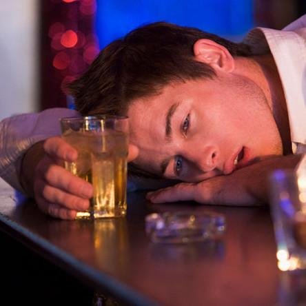 Молоді курці та студенти вишів схильні до алкоголізму, - вчені