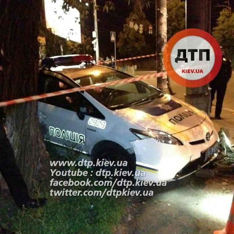 У Києві патрульна автівка потрапила у ДТП
