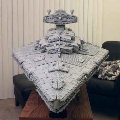 """Хлопець побудував з Лего космічний корабель із """"Зоряних воєн» (фото)"""