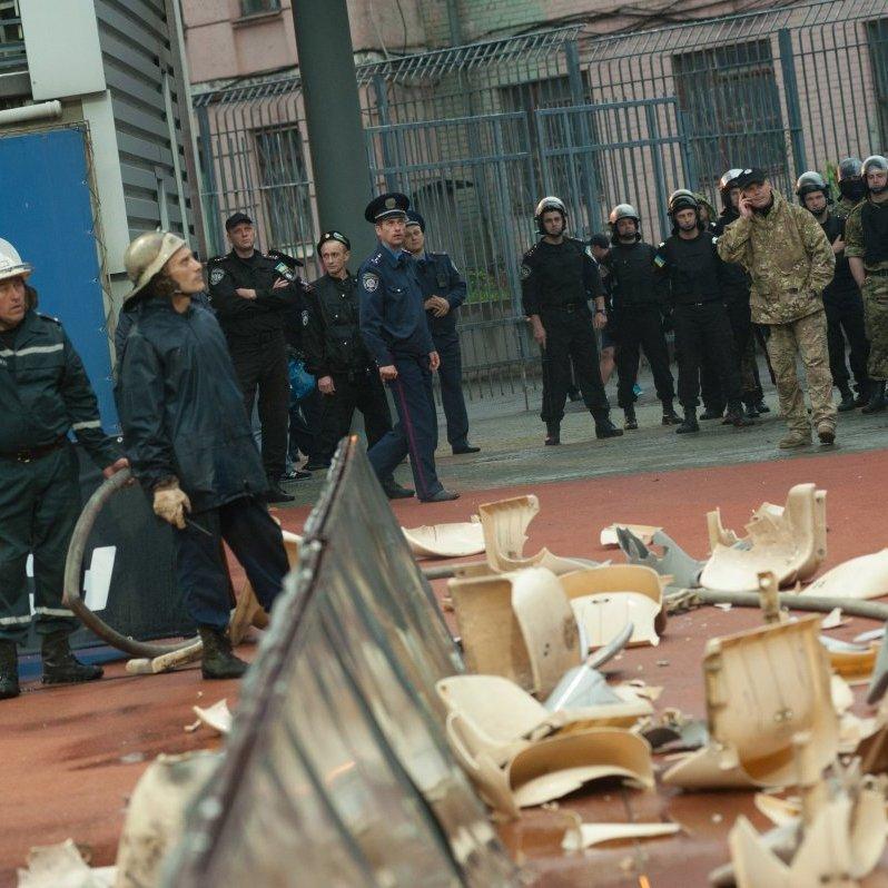 Після матчу «Зоря» – «Дніпро» вболівальники зламали 180 крісел на стадіоні (фото)