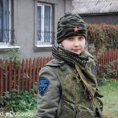 У «ДНР» за бойові заслуги нагородили 10-річну дівчинку, яку вигнали з «ЛНР» (ВІДЕО)