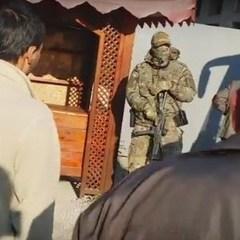 У мережу виклали відео обшуків кримських татар російськими силовиками (ВІДЕО)